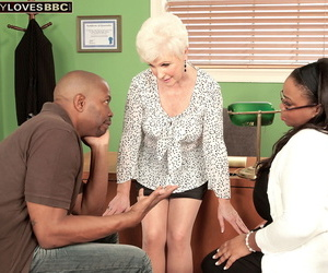 Mature sex therapist cant resist having sex with a hung..