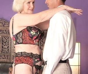 Blonde granny Lola Lee displays closeup creampie after..