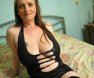 Thick caked mama toying with herself in solo hookup pics -..