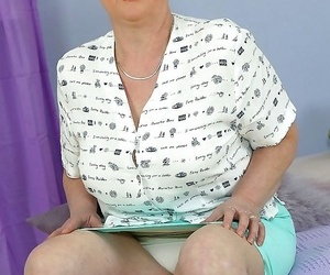 Granny marie exposing her thick boobs - part 4391
