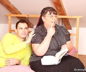 Dude is screwing this dirty big granny slut real stiff -..