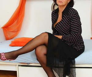 Nasty housewife getting her groove on - part 3347