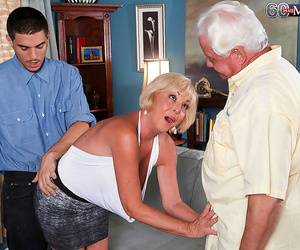 Hubby observes his wifey pounding her raw vagina firm -..