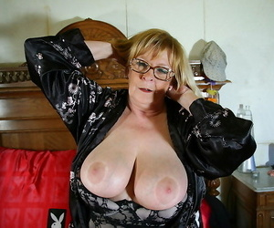 Fat frosted mature mama getting raw and horny - part 2204