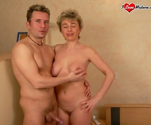 Granny gets her face whitened with spunk - part 4026