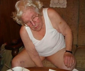Very old granny fingering herself - part 1173