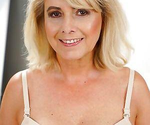 Jana Nelle