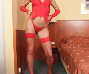 This cougar Lilla is undressing to get a tongues shagging..