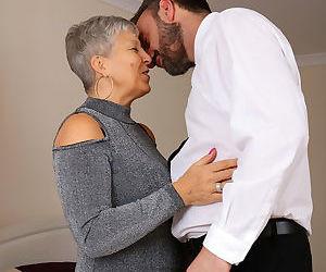 Older granny Savana bares big saggy tits to screw..
