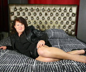 Mature Belgium Plumper hikes her silk lingerie over her..