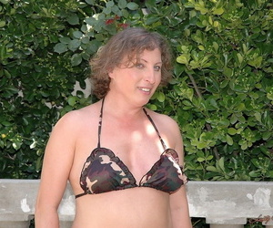 Bodacious mature model named Molly shows her big plump..
