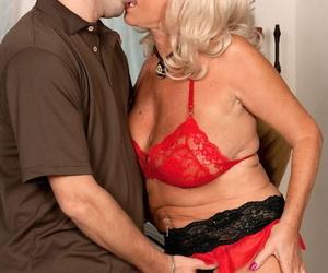 Light-haired mature chick Mandi McGraw liking anal..