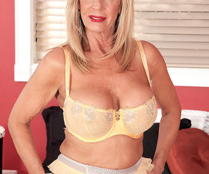 Old mature ash-blonde frees her big molten boobs to give..
