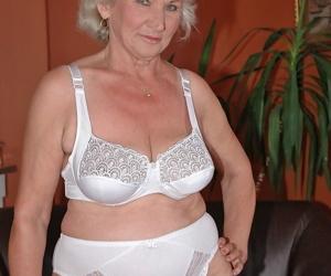Brazen ash-blonde granny Norma fucktoys her amateur cunt..