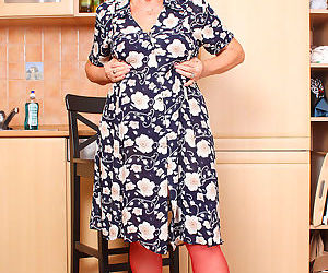 Wild granny removes her dress and underwear to plaything..