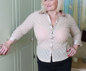 Chubby UK granny peels off her youthful lover-boy for a..