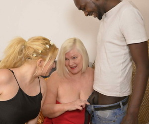 British granny Lacey Starr slurping vagina in a sizzling..