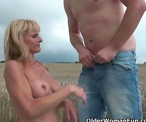 Mature moms getting fucked outdoors