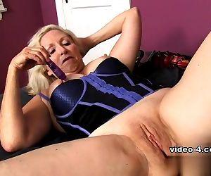 Wrinkled granny masturbate