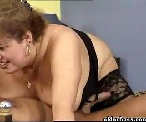 Extravagant Mature MILF Woman enjoy kinky fetish - 1 min 2 sec