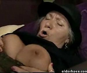 Mature Granny in hardcore sex action - 1 min 2 sec