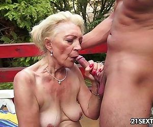 Mature Szuzanne plays with a young cock - 10 min HD