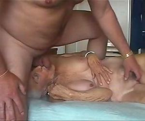 Facial on very old granny. Amateur older - 42 sec
