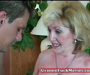 experienced Granny sucking amateur penis - 6 min