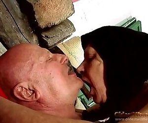Abuela follando 4 - 25 sec