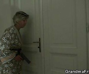 Two robbers bang old mommy - 6 min