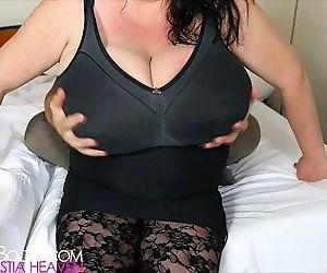 Sabrina Melonis tits grabbed - 35 sec