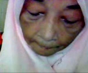 Malaysian Granny Blowjob - 1 min 23 sec