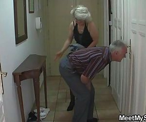 Man caught his girlfriend with her older mom and dad - 6 min