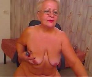 Stolen video of my old mum having fun on web cam. Great ! - 2 min