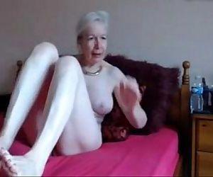 Amateur. Gorgeous horny granny masturbates - 7 min