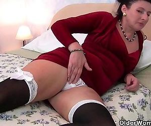 British milf loves anal play - 6 min HD