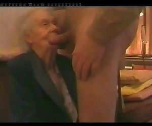 I paid my very old neighbor to suck my cock. Amateur older - 59 sec