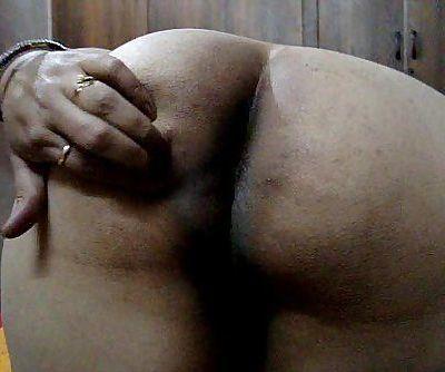 Desi indian wifey demonstrating big nuts - 42 sec