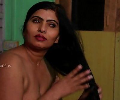 Desi Aunty Tempting Herself In Bathroom & Molten Romance With Servant - 7 min