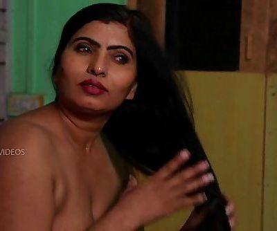 Desi Aunty Tempting Herself In Bathroom & Molten Romance With Servant - 7 min
