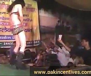 Desi jaw-dropping public mujra - 4 min