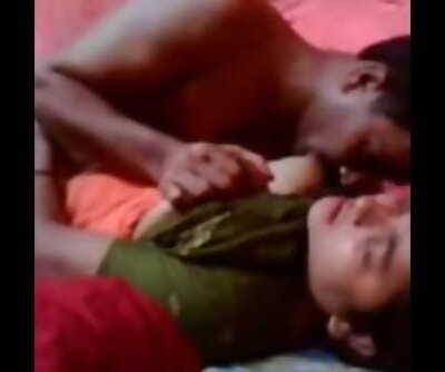 Desi Aslam uncle ki biwi cheating with young stiff dick satisfying
