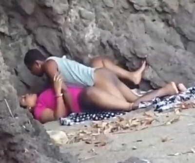 Desi bhabhi bitchy xxx outdoor lovemaking mms