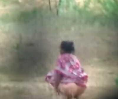 desi aunty hidden pee