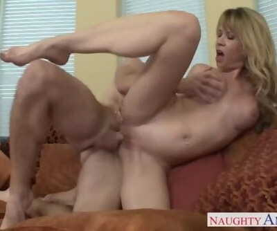 Sumptuous busty mother Desi Dalton gets vagina nailed