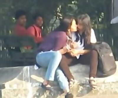INDIAN - Lezzies Smooch Publicly