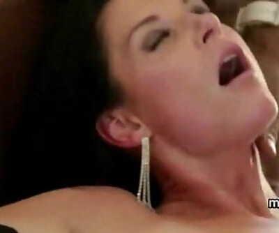 Scorching Cougar Mummy vacation fucking 5 min