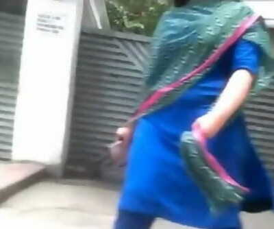 Desi Bhabi huge butt Walking Show