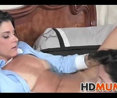 Sex ed with mind-blowing Mum 7 min