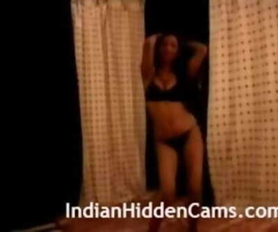 Home Made Fabulous Indian Babe Nude Dance Leaked Online